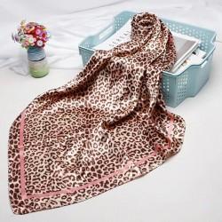 Elegant square scarf with leopard print - silk