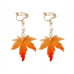 Earrings with maple leaf & pearl