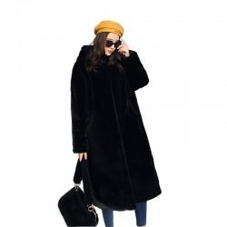 Modny futrzany płaszcz z kapturem
