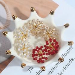 Pearl flower small stud earrings