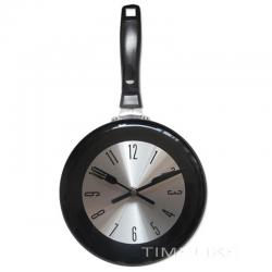 Horloge murale en métal en forme de poêle à frire