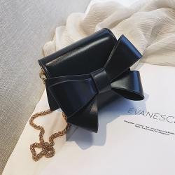 Mała elegancka torebka z kokardką i łańcuszkiem