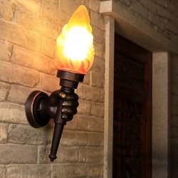 Retro ręka z pochodnią - kinkiet - lampa ścienna