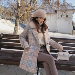 Abrigo de invierno de lana a la moda con cuello de piel