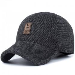 Zimowa czapka z daszkiem z nausznikami