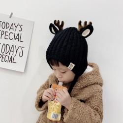 Wintermütze mit kleinen Rentierhörnern und Ohren - Strickmütze für Kinder